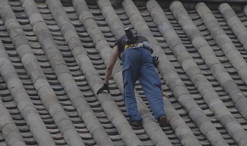 危険が伴う屋根