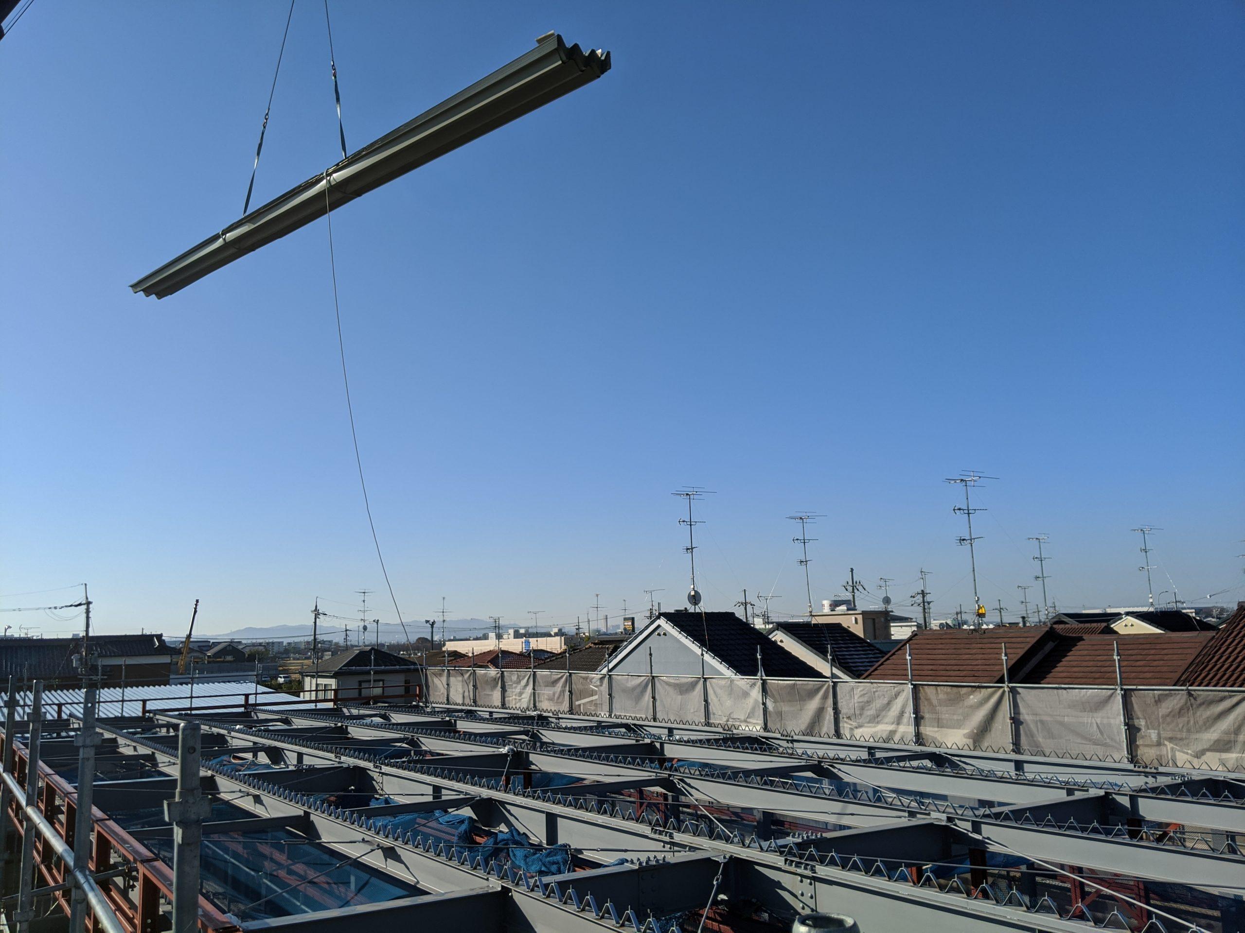 新築大型倉庫屋根重ね折板工事